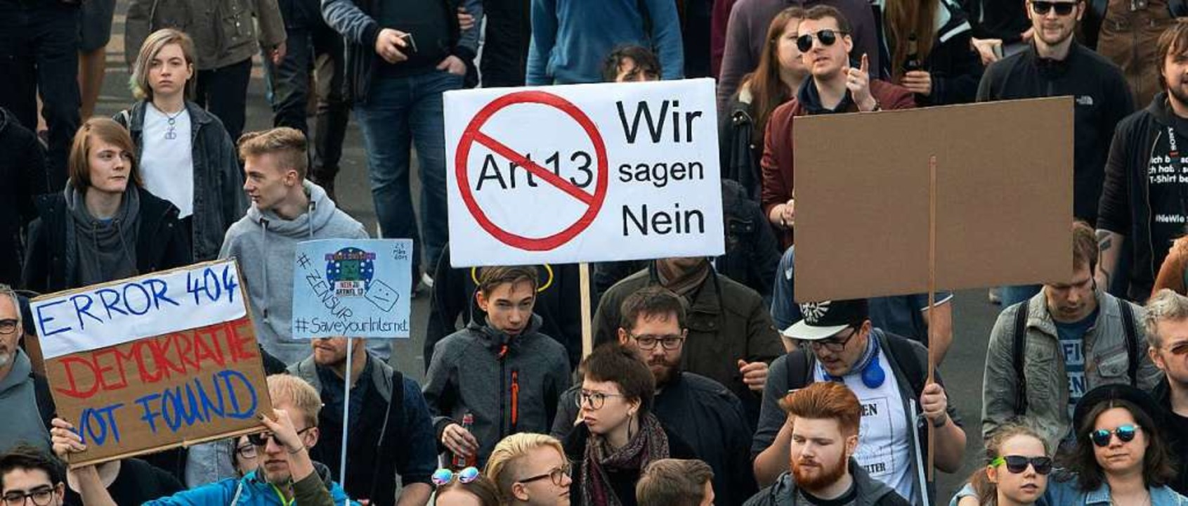 Am Wochenende protestierten in vielen ...der geplanten EU-Urheberrechtsreform.   | Foto: dpa