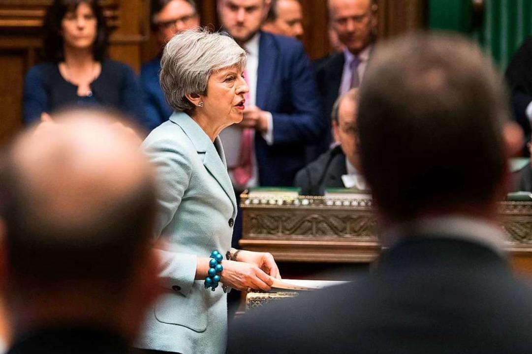 Gegen den Willen der Regierung wird da...8211; eine weitere Niederlage für May.  | Foto: AFP