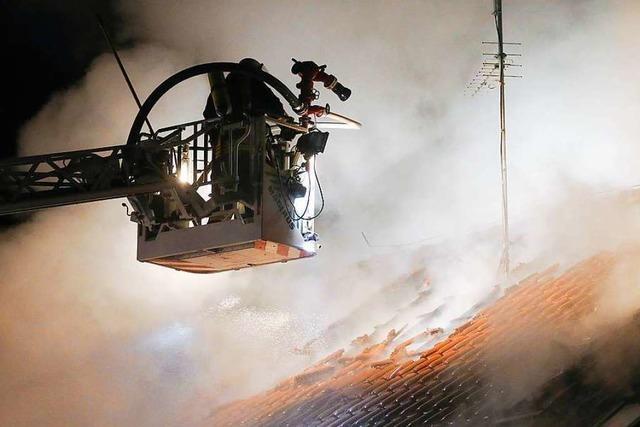 Feuerwehr findet zwei Tote nach Brand eines Wohnhauses bei Biberach
