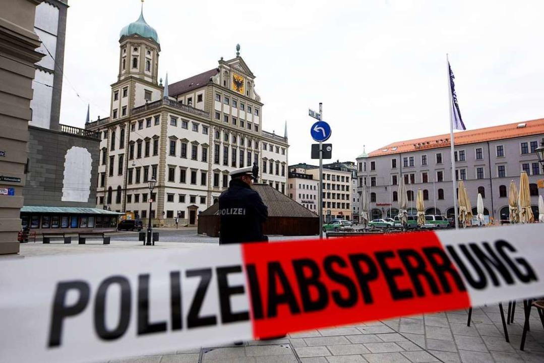 Das Rathaus in Augsburg wurde abgesperrt.  | Foto: dpa