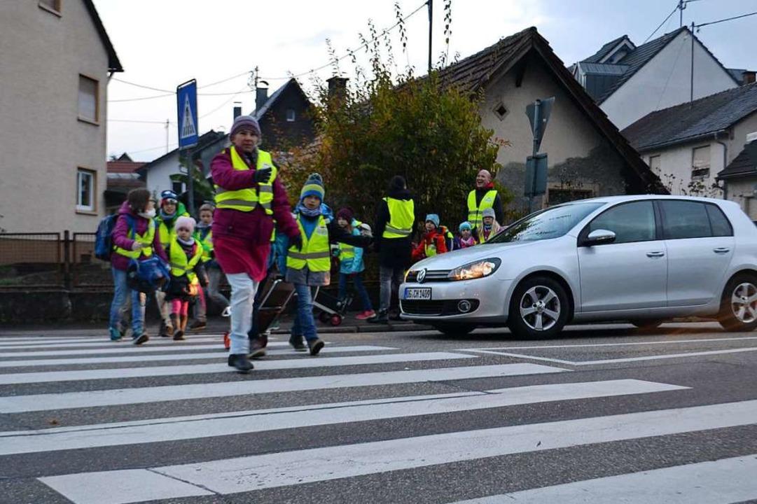 Der Laufbus ist eine noch zu wenig genutzte Alternative zum Elterntaxi.  | Foto: Karin Reimold