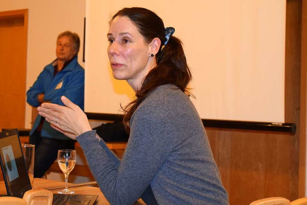 Alexandra-Maria Klein informierte in Vogtsburg über Wild- und Honigbienen.  | Foto: Buchholz