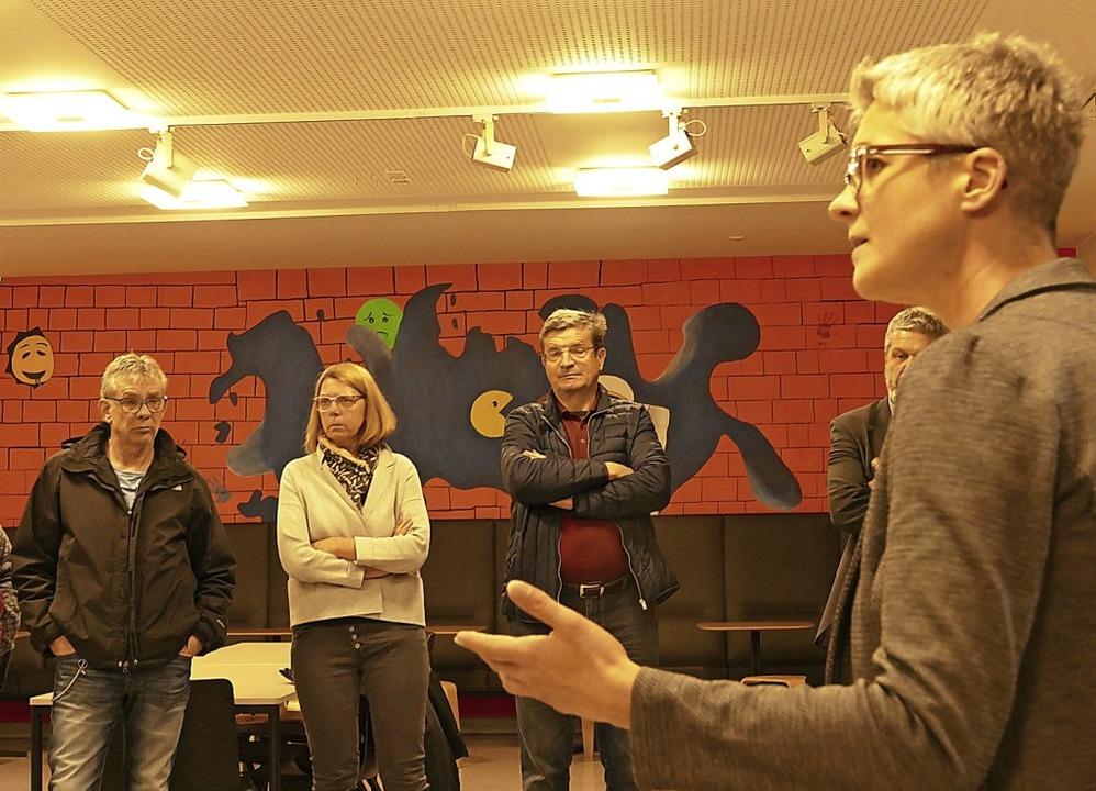 Birgit Eske (rechts), Leiterin der BZB...h der Sanierung stärker mit der Mensa.  | Foto: Stefan Limberger-Andris
