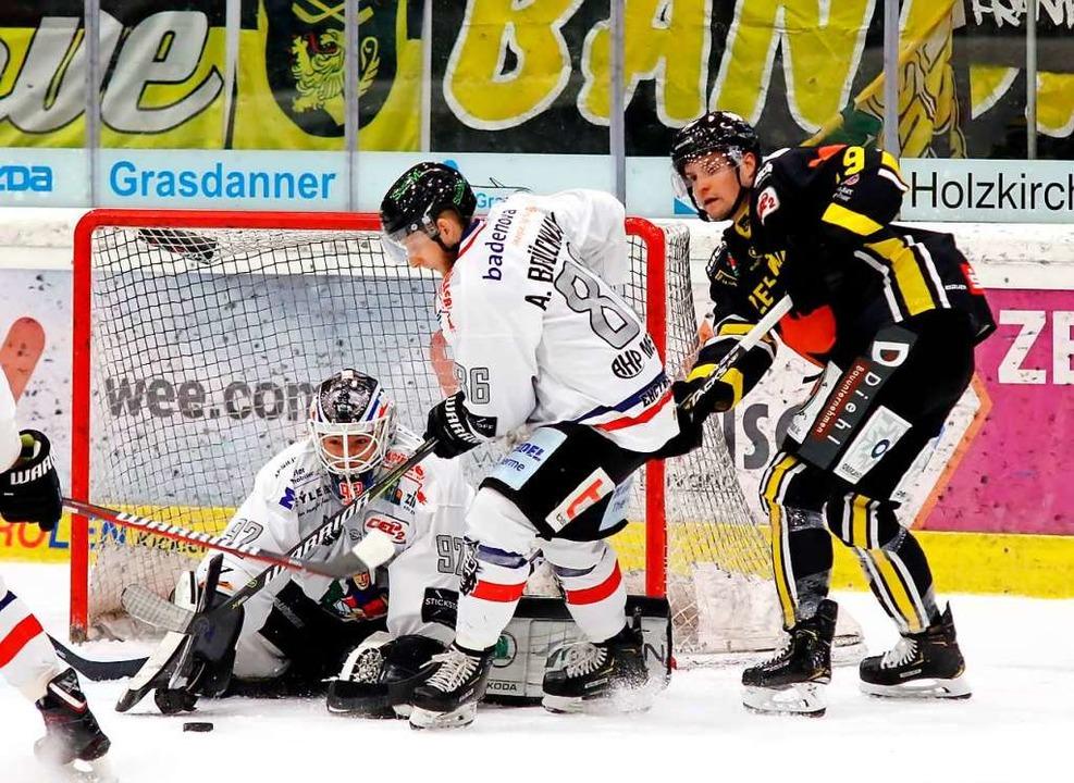 Die 3:4-Niederlage in Bad Tölz führt z...feinandertreffen der Teams am Freitag.  | Foto: Oliver Rabuser