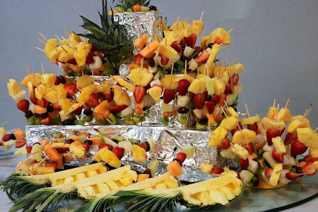 Mit diesem gesunden Dessertbuffet verw...eilnehmer der Tiki-Taka Fußballschule.  | Foto: Martha Weishaar