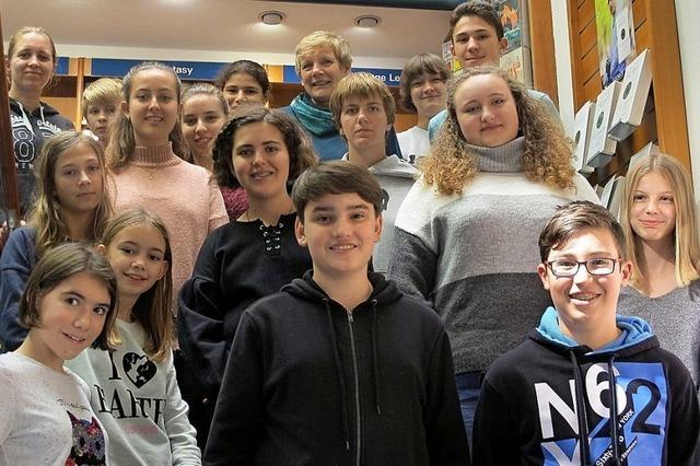 Mitglieder des Beidek-Leseclubs stellen ihre Lieblingsbücher in Müllheim vor