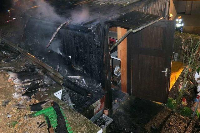 Gartenhaus in Frick brennt ab