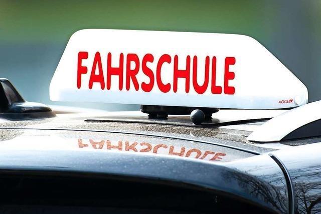 Rheinfelden: Fahrschulauto kollidiert mit Schaufel