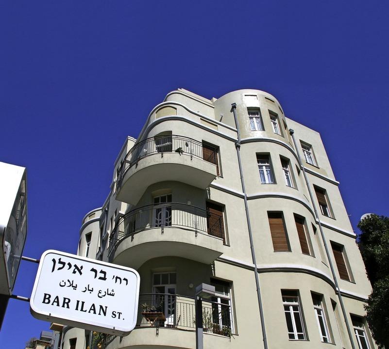 Klare Formensprache: Das Elkayam-Haus ...ektizismus  als auch des Bauhaus auf.   | Foto: winfried Schumacher (4)