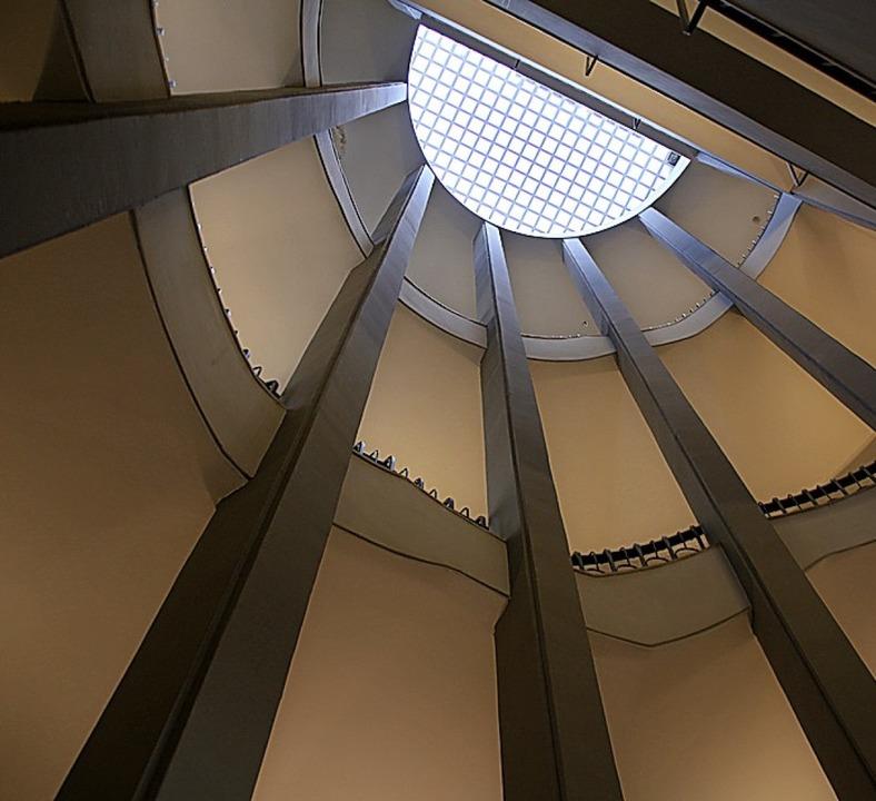 Blick nach oben: das Treppenhaus im Cinema Esther  | Foto: Winfried Schumacher