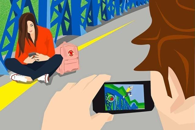 Zwei Teenager und ihr Smartphone-Alltag