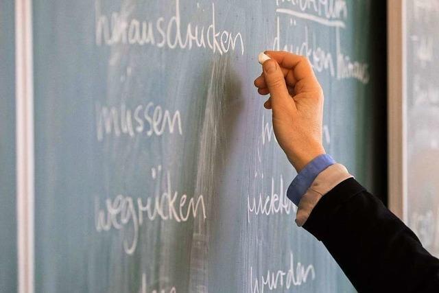 Die Landesregierung verschleppt die Beförderung hunderter Lehrer