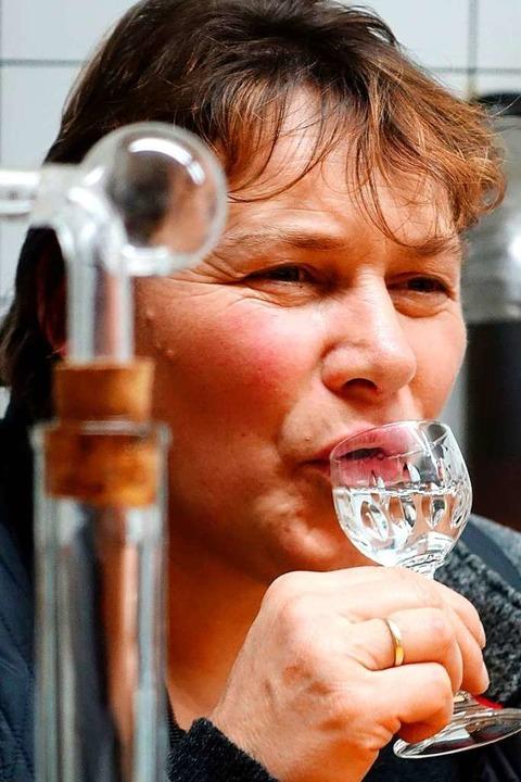 Die Erzeugnisse der Brennmeisterin Klara Glatz werden regelmäßig ausgezeichnet.    Foto: Jürgen Schneider
