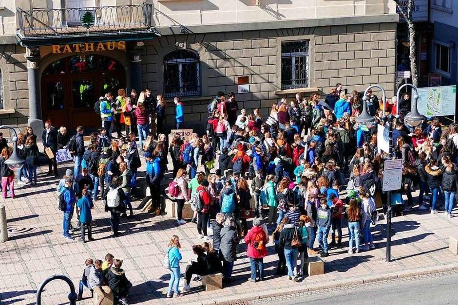 Erste Demo in Neustadt bei Friday for Future mit rund 300 Teilnehmern. <?ZP?> (Foto: Tanja Bury )