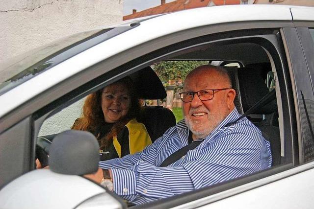 Warum ein 78-Jähriger freiwillig noch einmal Fahrstunden nimmt