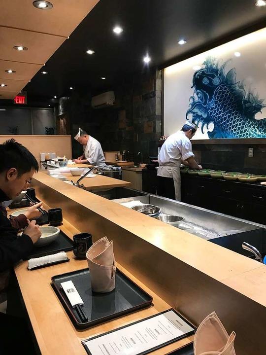 Frisch zubereitet an der Theke: Sushi-Restaurant in Toronto  | Foto: -