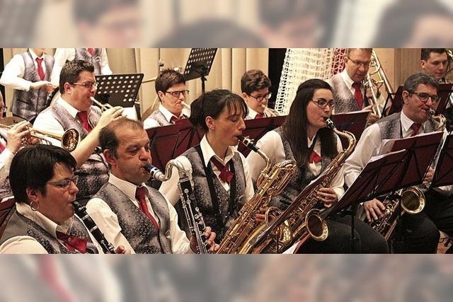 Auf schwungvoller Weltreise mit der Hebelmusik