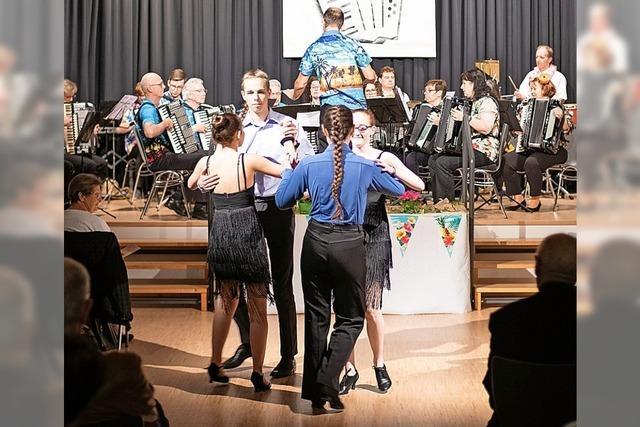 Akkordeon-Orchester sorgt für heiße Rhythmen