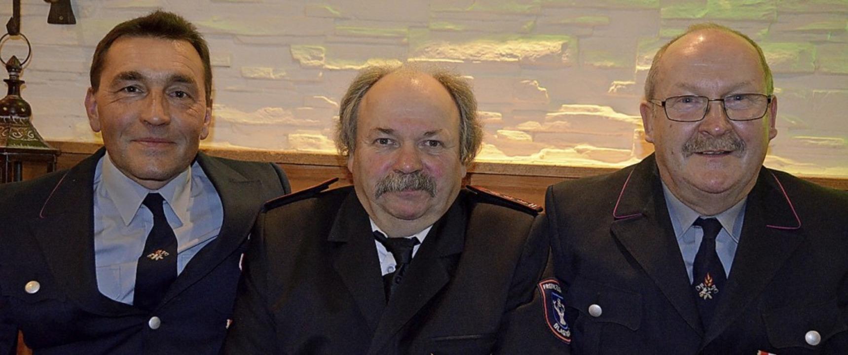 Seit 40 Jahren stehen Harald Modispach...(von links) im Dienst  der Feuerwehr.     Foto: Christiane Sahli