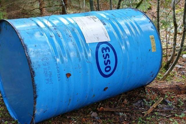 Verwirrung um Ölfässer im Wald zwischen Schluchsee und Bonndorf