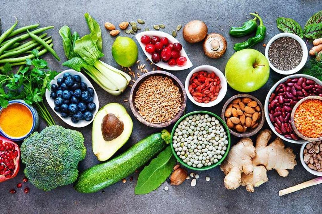Eine basische Ernährung beinhaltet viel Obst und Gemüse.  | Foto: Alexander Raths via Fotolia