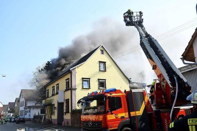 Nachbarn retten Frauen und Kinder aus brennendem Haus in Kappel