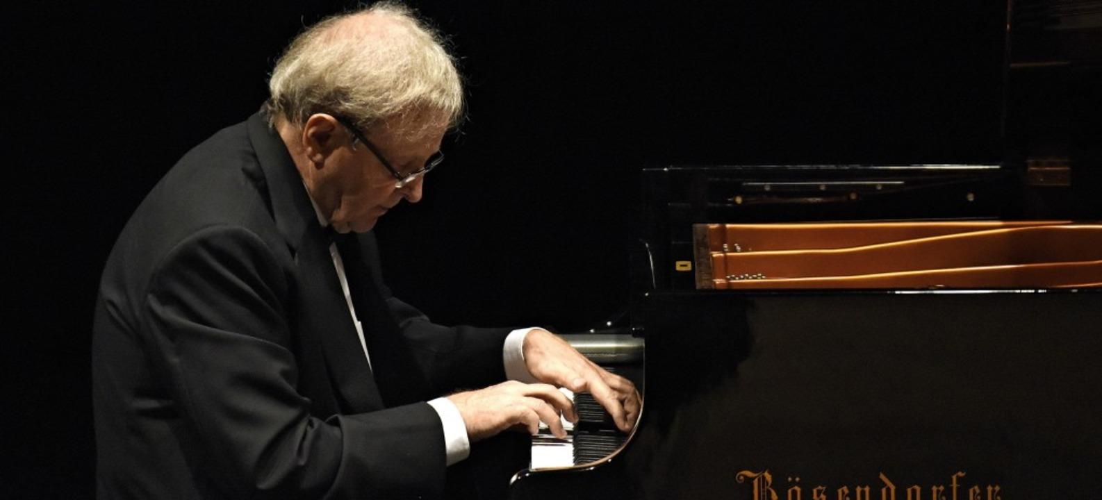 Michael Leuschner lässt beim Abschluss...nzlinger Konzertzyklus Tasten sprechen  | Foto: Markus Zimmermann