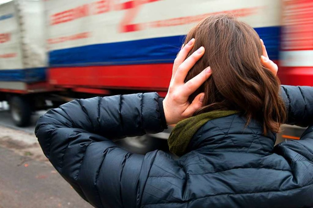 Langsamer und damit leiser sollen die Lastwagen fahren.  | Foto: Axel Heimken
