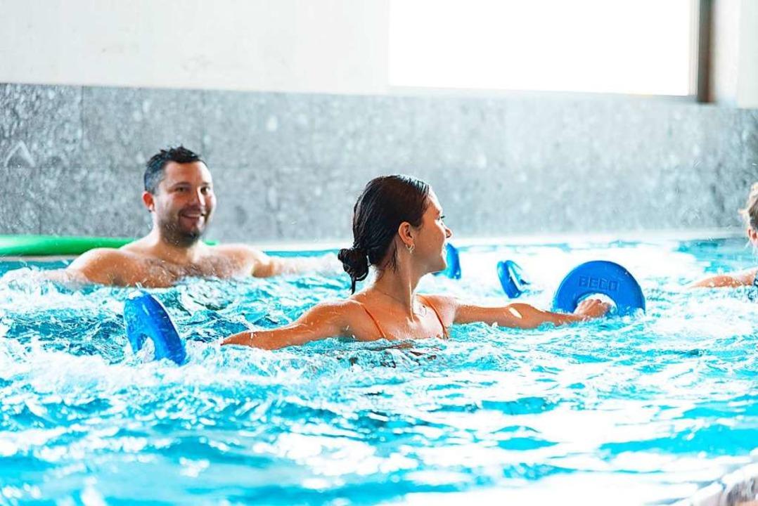 Aquafitness macht Spaß und trainiert den ganzen Körper.    Foto: Verso Premium Resort