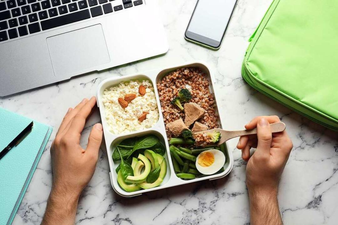 Ein gesundes Essen lässt sich auch mit wenig Zeit und Aufwand gut vorkochen.  | Foto: New Africa via Fotolia