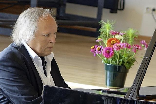 Konzertpianist Wolfram Lorenzen spielt im Bürgersaal Altes Schloss in Wehr Werke von Ludwig van Beethoven.