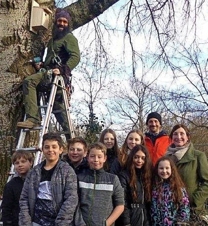 <BZ-FotoAnlauf>Hort an  der Realschule...Schüler haben Vogelhäuser  aufgehängt.  | Foto: Privat