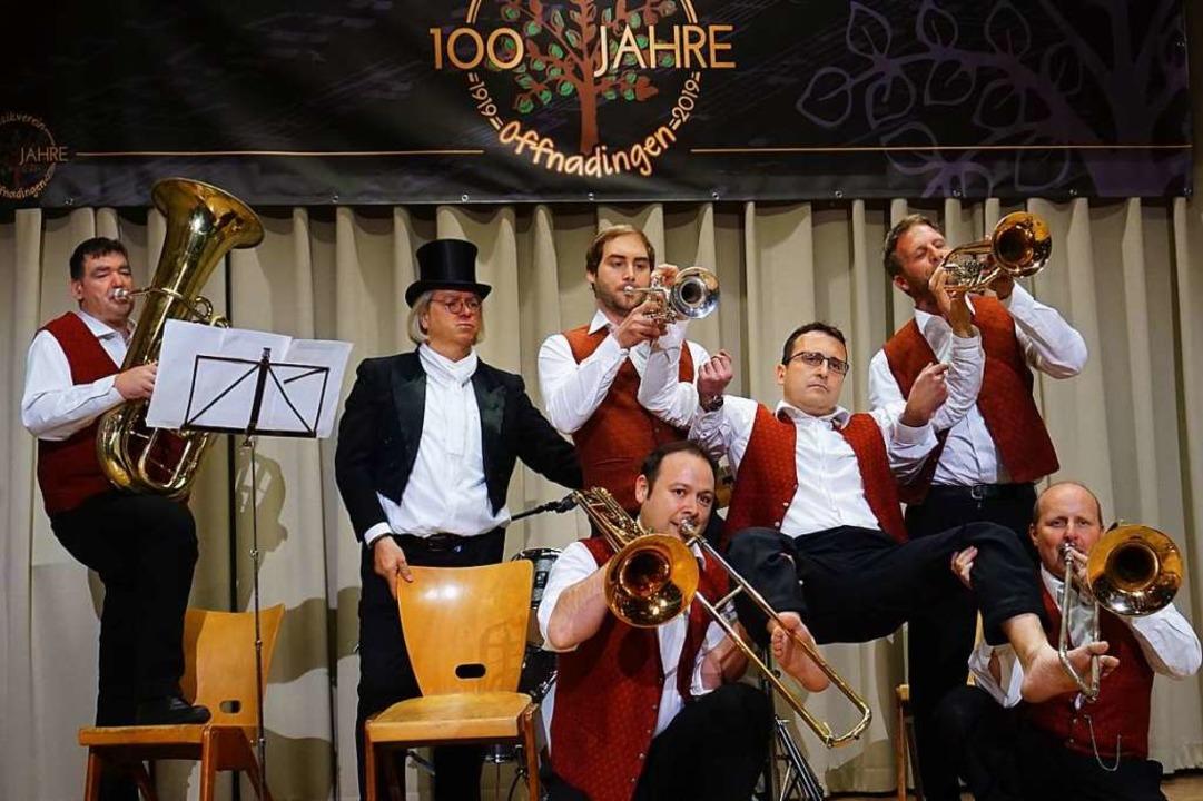 Gut gelaunte Musiker bekamen die Gäste zu sehen.  | Foto: Julius Wilhelm Steckmeister