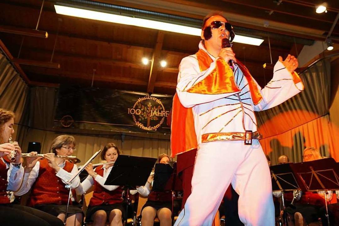 Elvis (Stephan Nußbaumer) lebt!  | Foto: Julius Wilhelm Steckmeister