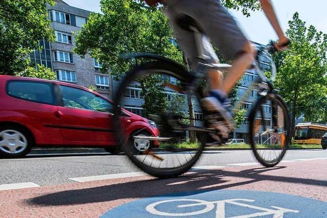 Autofahrer übersieht Radler beim Abbiegen in die Untereckstraße