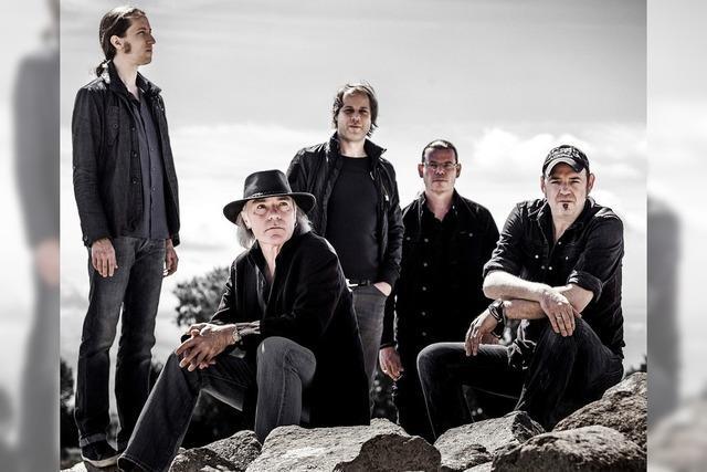 Die Klaus Major Heuser Band bringt Balladen und Rock-Kracher ins Café Verkehrt.