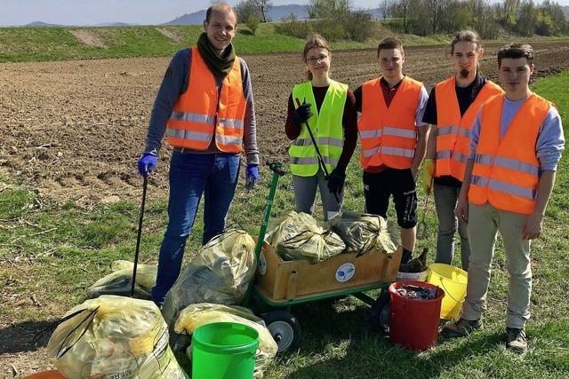 Sackweise Müll im Grünen