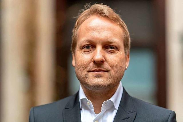 Thilo Krause nimmt in Staufen den Peter-Huchel-Preis entgegen