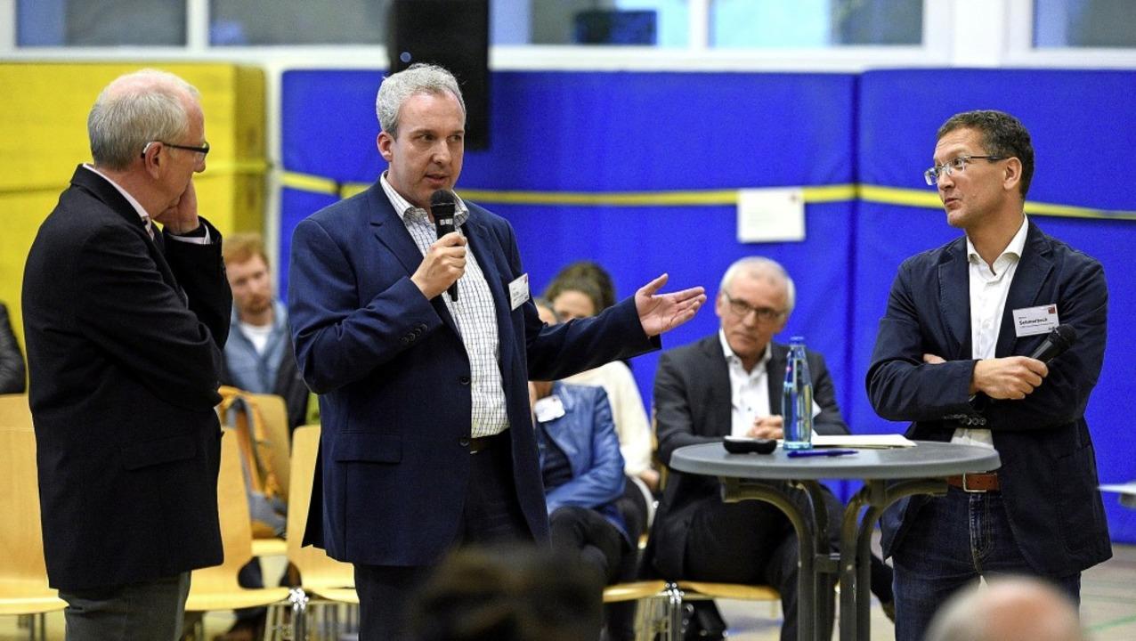 Moderator Christoph Ewen mit Christof ...rkus Schmerbeck (von links) in Kappel   | Foto: Thomas Kunz