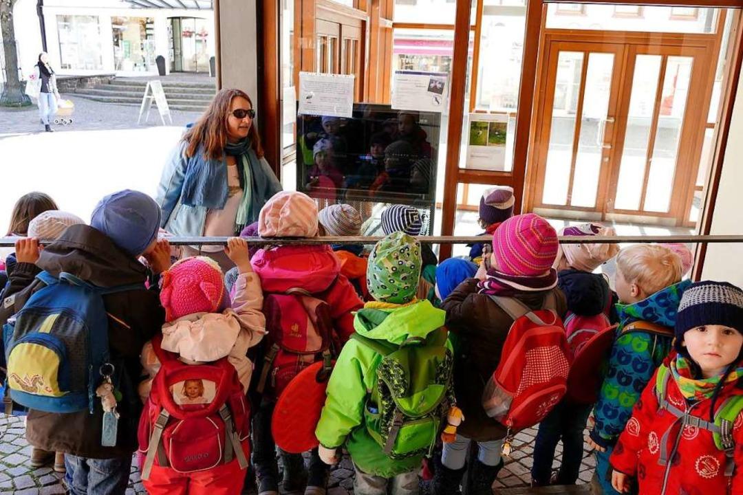 Der Kindergarten Don Bosco informierte... live über das Geschehen oben im Nest.  | Foto: Markus Donner