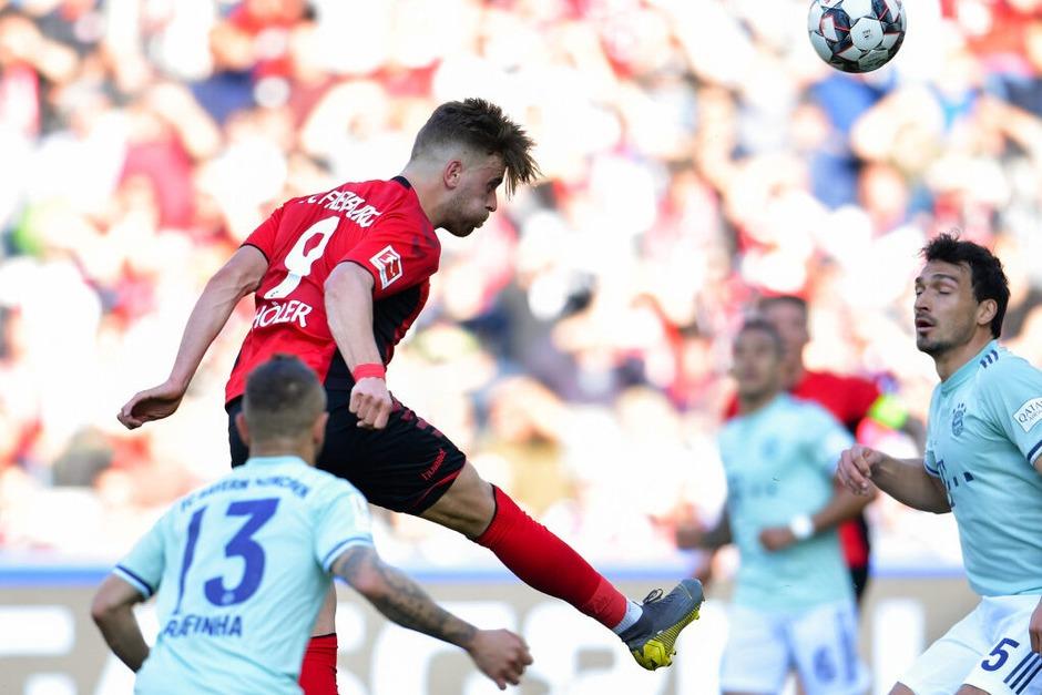 März 2019: Der Kopfball ins Glück. Bereits in der 3. Minute gehen die Freiburger in Führung, Lewandowski kann später nur noch den Ausgleichstreffer für die Bayern erzielen. Für Torschütze Lucas Höler ist es bereits der zweite Treffer in Folge gegen den FCB, zum zweiten Mal in Folge spielen die Freiburger Unentschieden gegen den Rekordmeister. Das gab es zuletzt Mitte der 90er Jahre. (Foto: dpa)