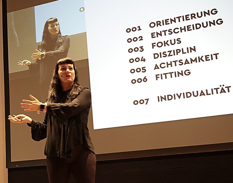 Suzanne Grieger-Langer bei ihrem Vortrag in der Steinhalle  | Foto: Dagmar Barber