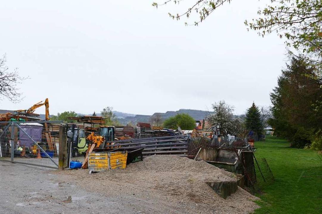 Im hinteren Bereich dieser Fläche im G...ncontainer für Flüchtlinge aufstellen.  | Foto: Thomas rhenisch