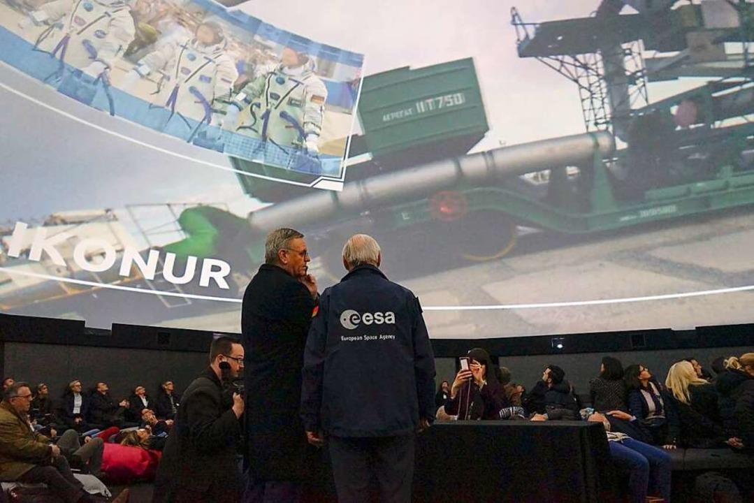 Mit einer Multimedia-Projektionsshow b... die ISS-Station ins 360-Grad-Theater.  | Foto: Sandra Decoux-Kone