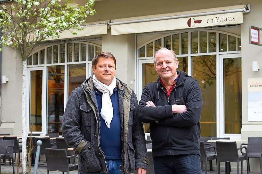 Hören im Caféhaus auf: Norbert Bender (links) und Gerhard Spiecker  | Foto: Ingo Schneider