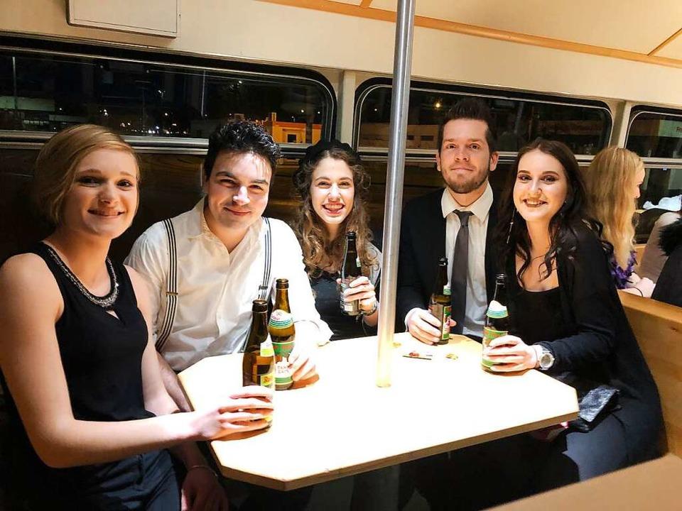 (v.l) Sabrina, Mike, Hannah, Niklas und Vanessa haben es sich gemütlich gemacht.    Foto: Nicolas D.