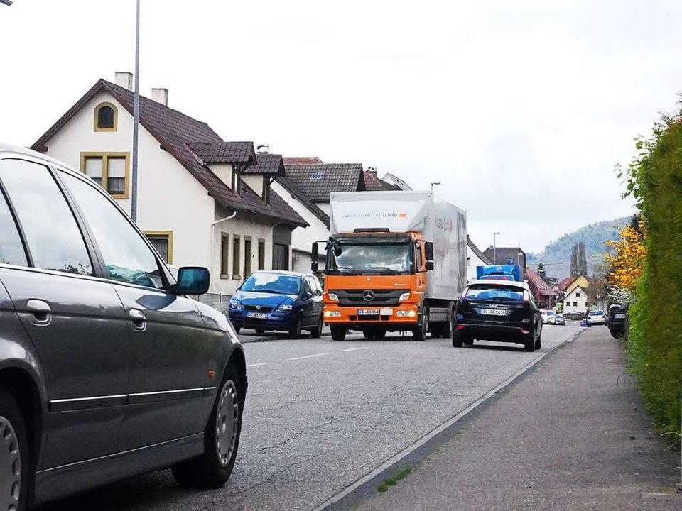 Tag für Tag quälen sich Tausende von Fahrzeugen durch Kuhbach und Reichenbach.  | Foto: Susanne Gilg