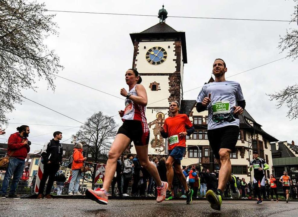 Freiburg-Marathon vor dem Schwabentor  | Foto: Patrick Seeger
