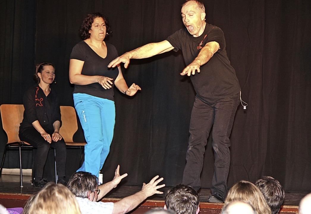 Interaktion mit dem Publikum ist alles beim Impro-Theater.  | Foto: Anja Bertsch