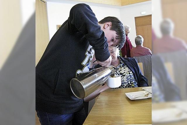 Firmlinge sorgen beim Frühlingskaffee für volle Tassen
